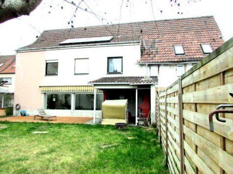 Freistehendes Raumwunder mit Einliegerwohnung mit tollem Grundstück und Doppelgarage!!, 67065 Ludwigshafen - Oppau, Haus