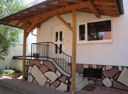 Grundsolidesw Einfamilienhaus mti attraktivem Freisitz im Garten, 67246 Dirmstein, Einfamilienhaus