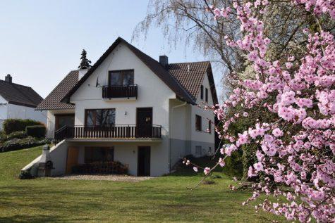Eine Perle, wunderschön gelegen in einem liebevoll angelegten, großen Garten !!!, 67258 Heßheim, Einfamilienhaus